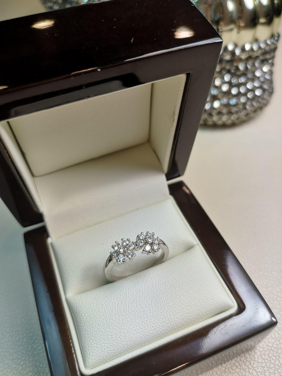Inel Floare aur 18k cu Diamante Naturale