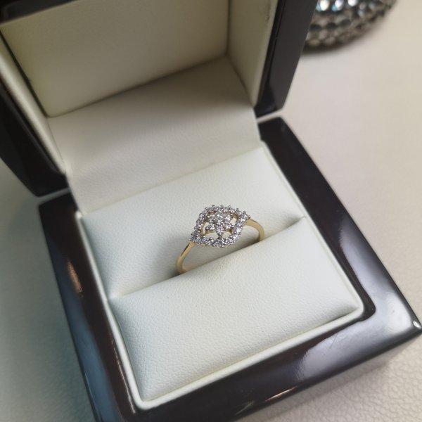 "Inel ""Flower"" aur 18k cu Diamante Naturale"