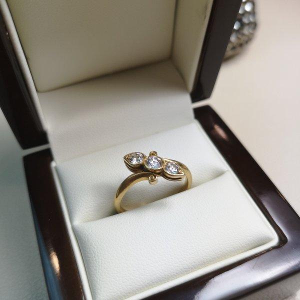 Inel Victorian aur 18k cu Diamane Naturale