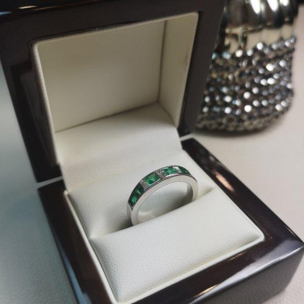Inel Infinity Aur 18k cu Diamante si Smaralde Naturale