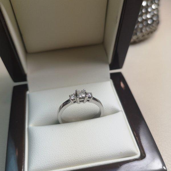 Inel Trinity aur 18k cu Diamante Naturale