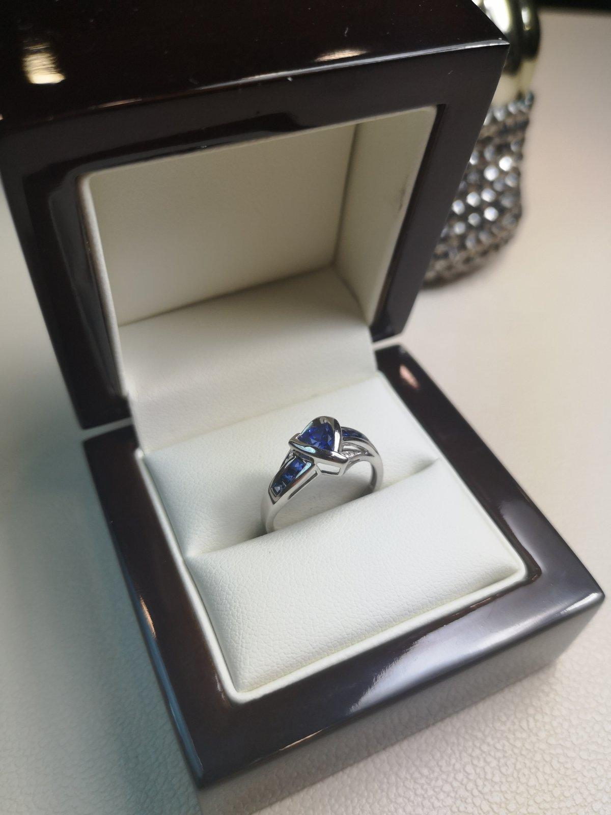 "Inel ""Heart"" Aur 18k cu Diamante si Safire"